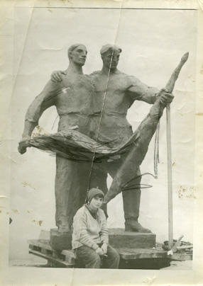 Monument of Polish-Soviet Friendship, 1953-1954