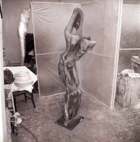Alina Szapocznikow, scluptures in the studio in Malakoff