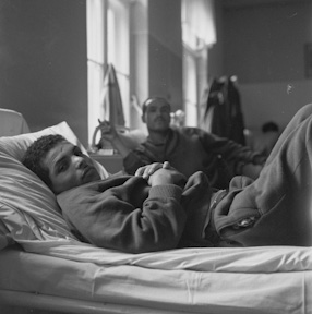 Algerian soldiers in a rehabilitation center, 1963