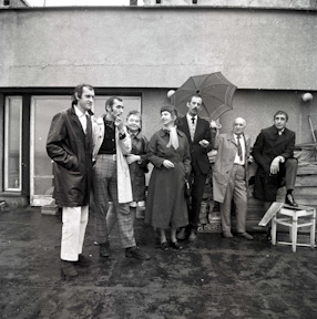 Group from the Foksal Gallery on the terrace of Henryk Stażewski\'s studio, 1970