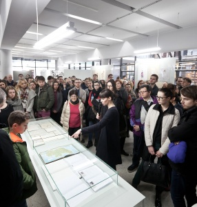 Guided tour with \'ZWIERCIADŁO\' of \'Why We Have Wars\' exhibition